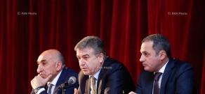 Armenian Prime Minister Karen Karapetyan meets with community leaders of Syunik Province in Goris