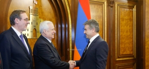 Armenian PM Karen Karapetyan receives a delegation led by Co-chair of Inter-Parliamentary Commission on Cooperation between National Assembly of Armenia and  Federal Assembly of Russian Nikolai Ryzhkov