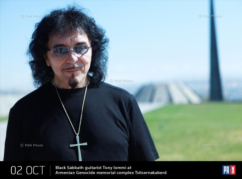 Black Sabbath-ի կիթառահար Թոնի Այոմին Ծիծեռնակաբերդի հուշահամալիրում
