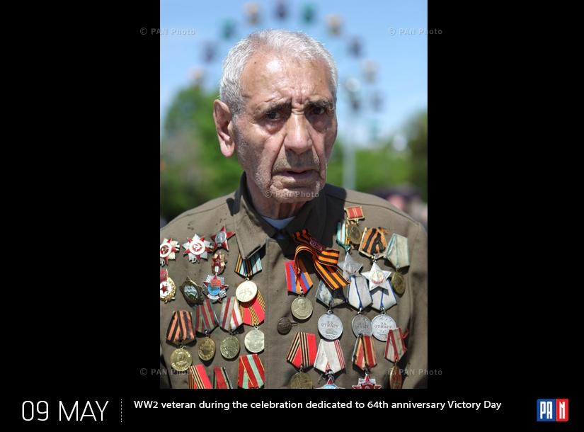 Երկրորդ համաշխարհային պատերազմի վետերաններից մեկը Հայրենական մեծ պատերազմում հաղթանակի 64-ամյակին նվիրված տոնակատարության ժամանակ Հաղթանակի այգում