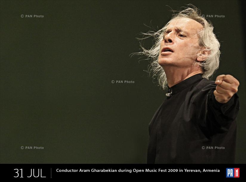 Դիրիժոր Արամ Ղարաբեկյանը «Բաց երաժշտություն փառատոն 2009»-ի համերգի ժամանակ Երևանում