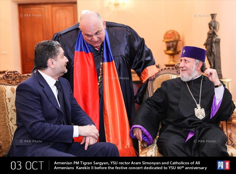 ՀՀ վարչապետ Տիգրան Սարգսյնաը, ԵՊՀ ռեկտոր Արամ Սիմոնյանը  և Ամենայն Հայոց Կաթողիկոս Գարեգին Բ-ն  ԵՊՀ-ի 90-ամյակին նվիրված տոնական համերգից առաջ