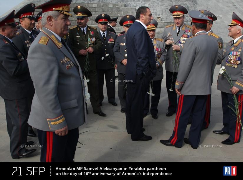 ԱԺ պատգամավոր Սամվել Ալեքսանյանը «Եռաբլուր» պանթեոնում  Հայաստանի  անկախության հռչակման 18-րդ տարեդարձի օրը