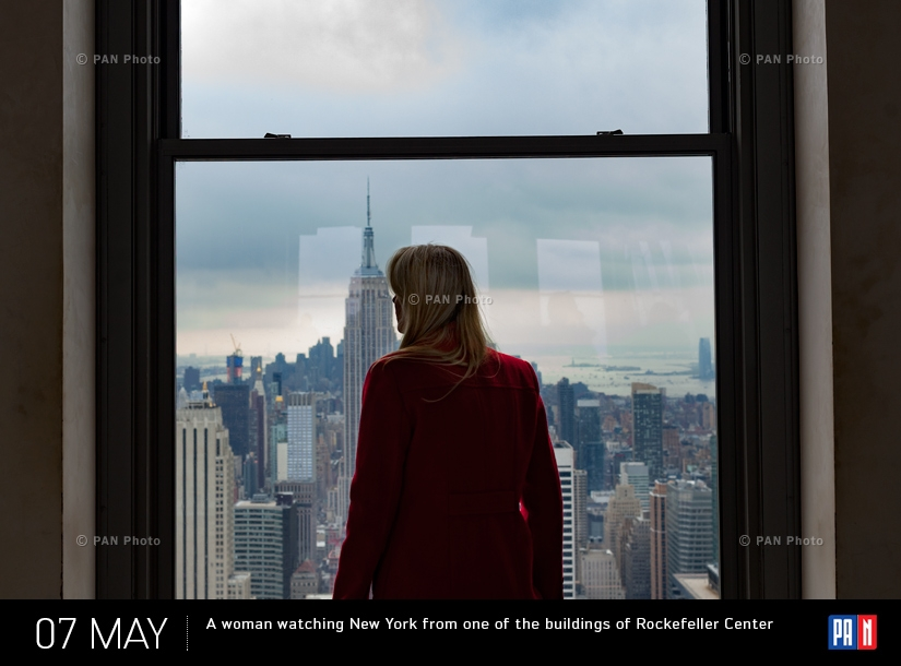 A woman watching New York from one of the buildings of Rockefeller Center