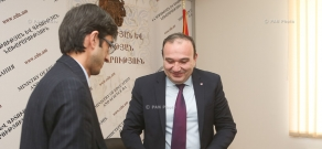 Minister of Education and Science Levon Mkrtchyan and Executive Director of Armenian Center for Democratic Education-Civitas  Alexander Shagafyan sign a memorandum of cooperation