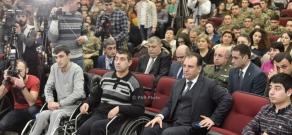 Armenian Defense Minister Vigen Sargsyan meets with YSMU students, teaching staff