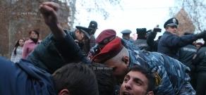 Акция протеста в память об Артуре Саркисяне, «доставщике еды» группе «Сасна црер» во время захвата здания ППС полиции. День 5