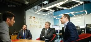 Премьер-министр Армении Карен Карапетян посетил армянскую компанию PicsArt
