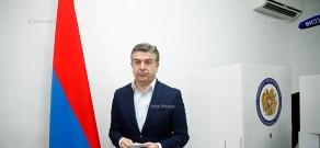 Armenia parliamentary elections: Armenian PM Karen Karapetyan cast a ballot