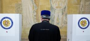 Armenia parliamentary elections: Catholicos of All Armenians Karekin II cast a ballot