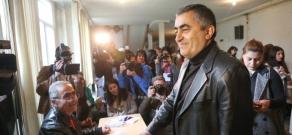 Armenia parliamentary elections: ARF Dashnaktsutyun's proportional list head Armen Rustamyan cast a ballot