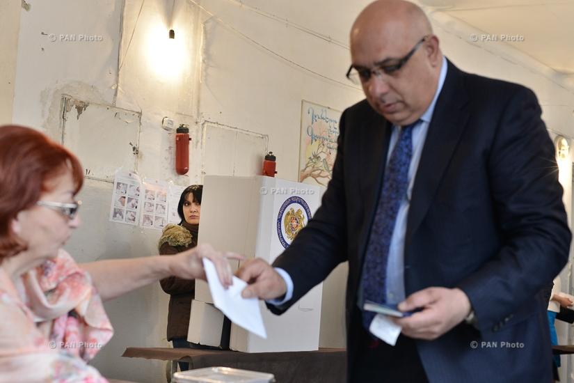 MP candidate from 'Free Democrats' party Khachatur Kokobelyan cast a ballot