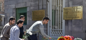 Armenia residents lay flowers for victims of St. Petersburg blastin front of Russian embassy in Armenia