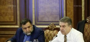 Премьер Армении Карен Карапетян принял делегацию представителей фонда IDеA, возглавляемую основателем фонда Рубеном Варданяном