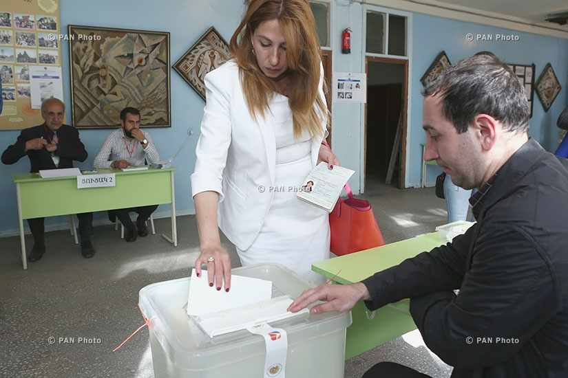 "Elections to the Yerevan City Council: Mayor candidate of ""Yerkir Tsirani"" Zaruhi Postanjyan votes"