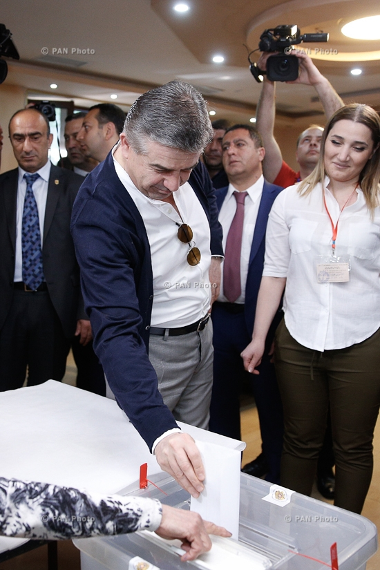 Elections to the Yerevan City Council: PM Karen Karapetyan votes