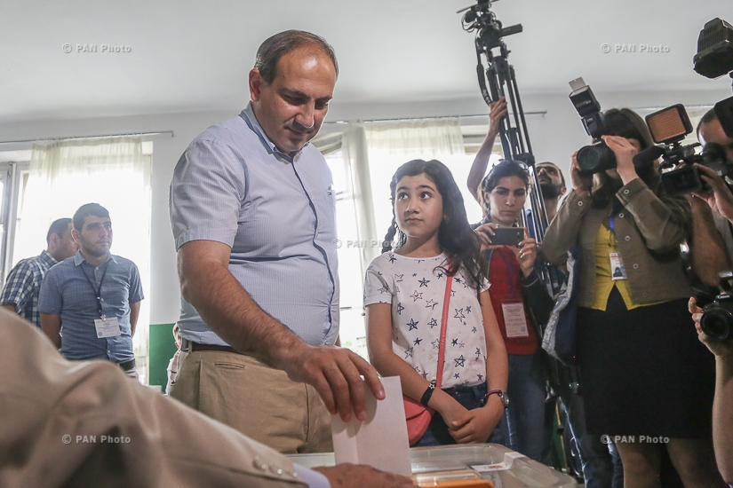 Elections to the Yerevan City Council:  Candidate for the Mayor of bloc YELQ Nikol Pashinyan votes