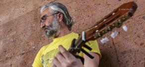 Folk and rock street musician Armen Hovanin