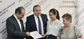 RA Minister of Education and Science Levon Mkrtchyan and Children of Armenia Fund (COAF)  Dr. Garo Armen signed a memorandum of cooperation