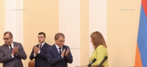 RA NA Speaker Ara Babloyan and British Ambassador to Armenia Judith Farnworth signed an agreement