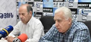 Press conference of  Armenian State Philharmonic Orchestra head Gagik Manasyan and Armenian Artists' Union's chairman Karen Aghamyan