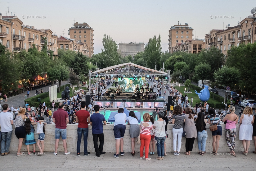 American jazz vocalist Michael Mayo and State Jazz Orchestra of Armenia give a concert to celebrate 25th anniversary of Armenia-U.S. diplomatic relations