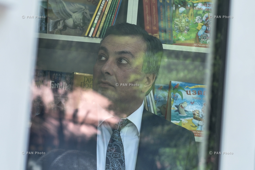 Церемония открытия первого в Ереване книжного киоска Аветик Исаакян