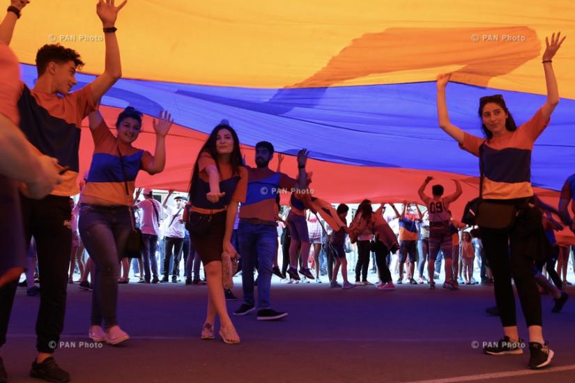 Армения отмечает День Конституции и государственных символов