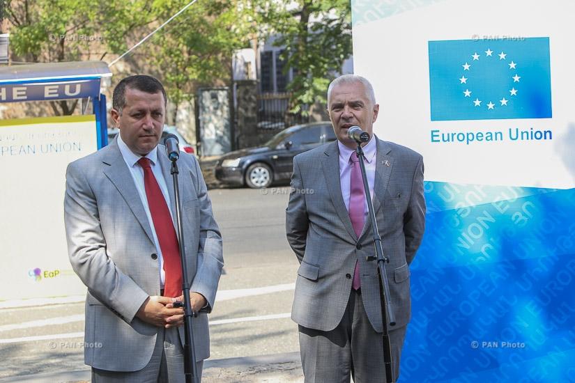 Брифинг, посященный открытию первой остановке общественного транспорта с гелиопанелью появилась в Ереване