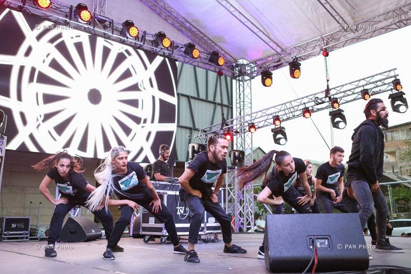 Concert of Romanian Fly project group in at Yerevan Mall