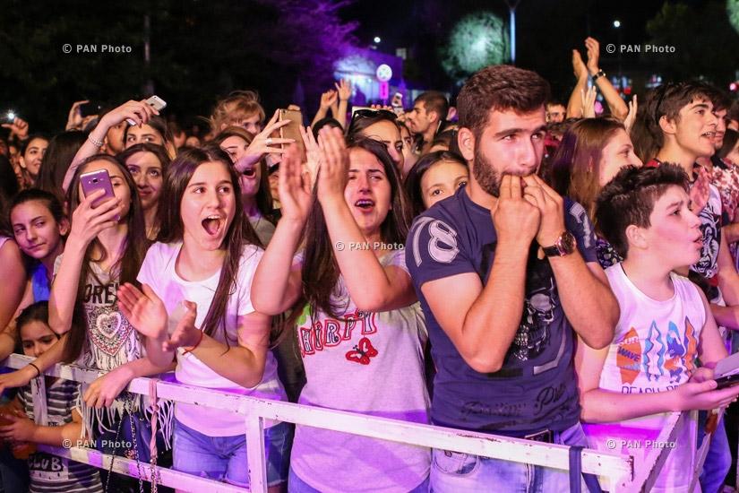 Концерт группы Fly Project в ТРЦ Ереван Молл