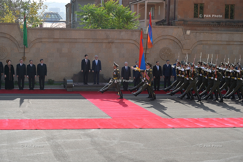 Official welcoming ceremony for President of Turkmenistan Gurbanguly Berdimuhamedow at RA Presidential Palace