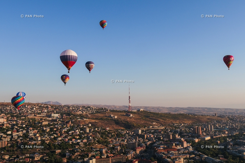 Hot air baloons flying over Yerevan and Garni