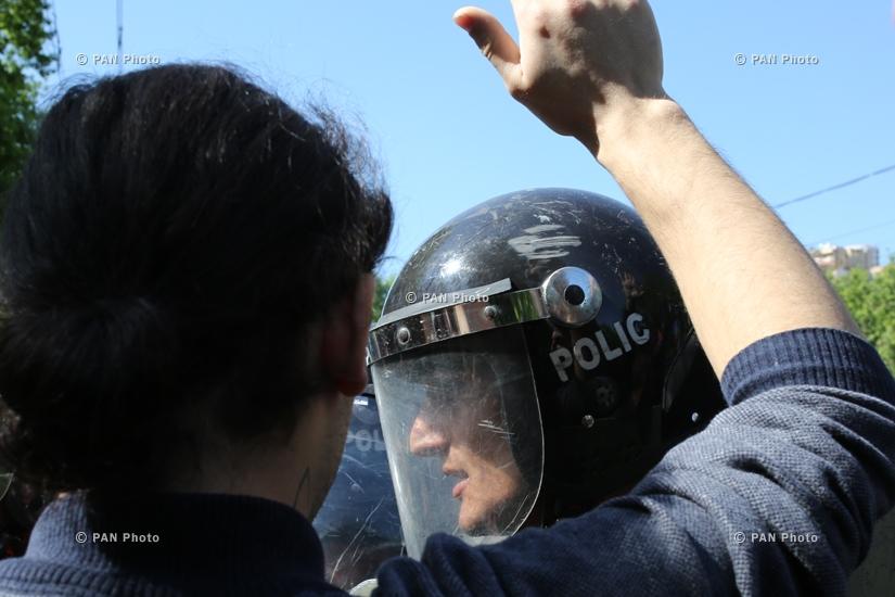 Акция протеста против премьерства Сержа Саргсяна на улицах Еревана: День 4