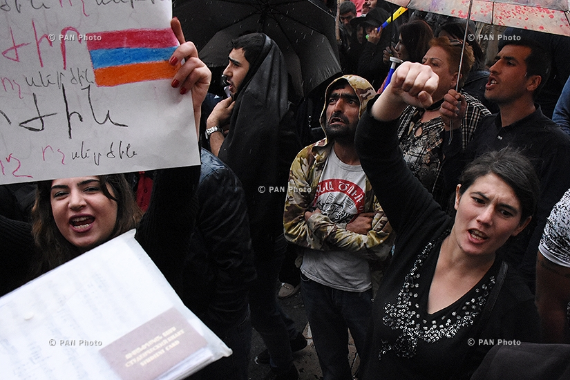 Rally against Armenia's ex-president Serzh Sargsyan's appointment as prime minister in Yerevan's Republic square. Day 7
