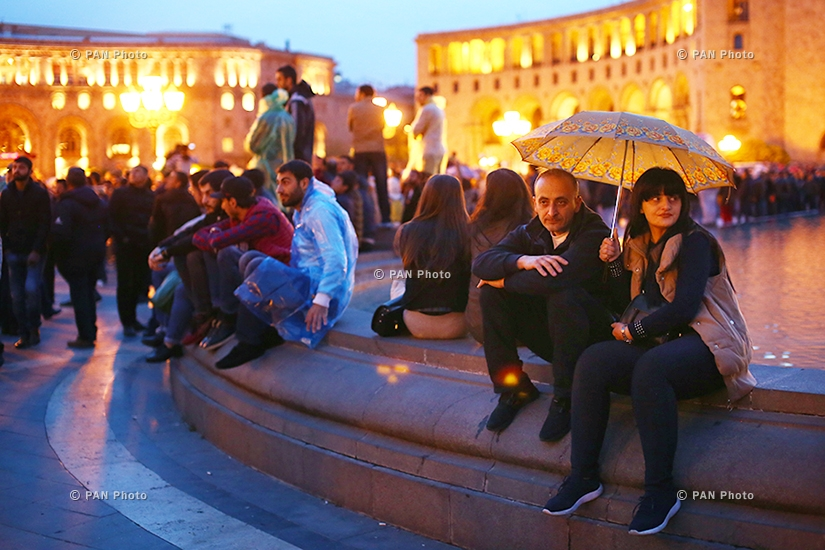 Митинг против премьерства третьего президента Армении Сержа Саргсяна на Площади Республики: День 8