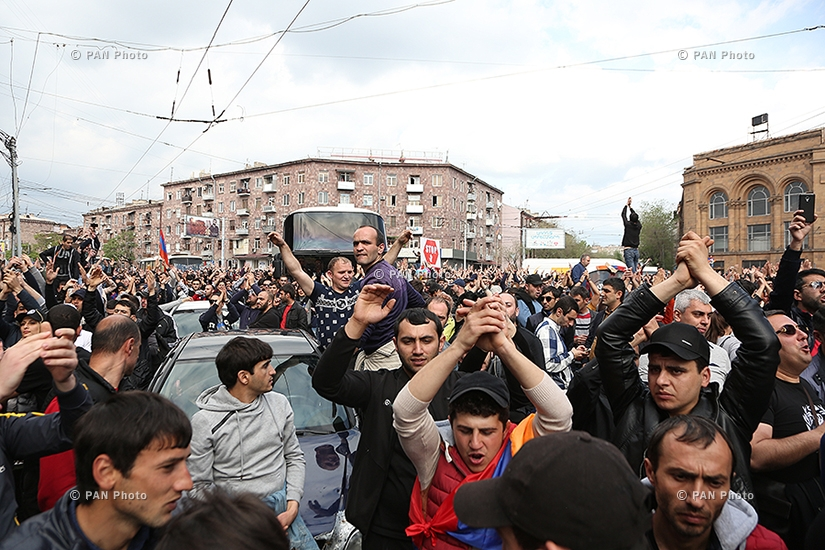 Акция протеста против премьерства Сержа Саргсяна на улицах Еревана: День 10
