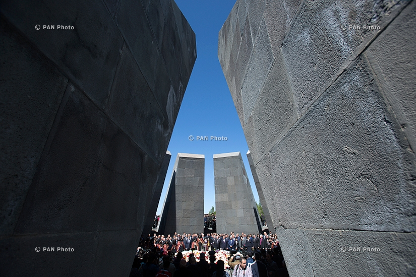 103-я годовщина Геноцида армян: Высокопоставленные должностные лица Армении посетили мемориальный комплекс Цицернакаберд в Ереване