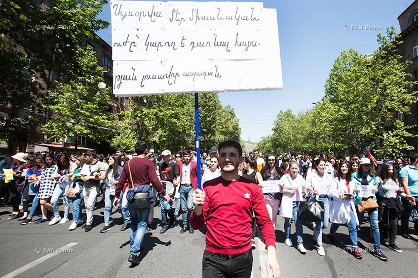 Բողոքի ցույց՝ իշխող ՀՀԿ-ի հրաժարականի պահանջով. Օր 12