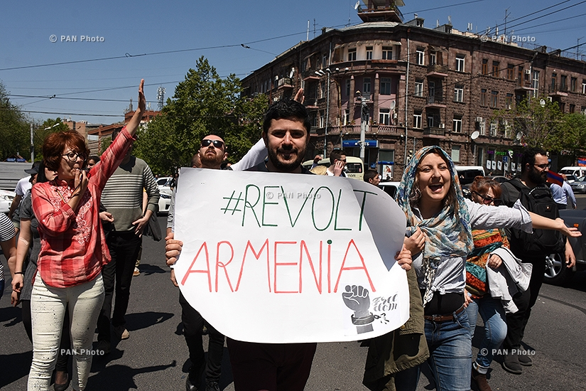 Акция протеста с требованием отставки парвящей Республиканской партии Армении в Ереване: День 12