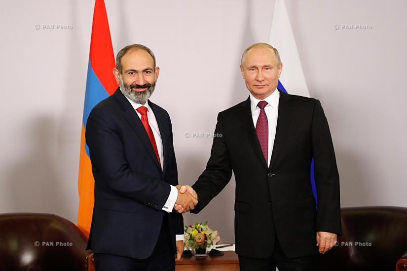 Встреча премьер-министра Армении Никола Пашиняна и президента РФ Владимира Путина в Сочи