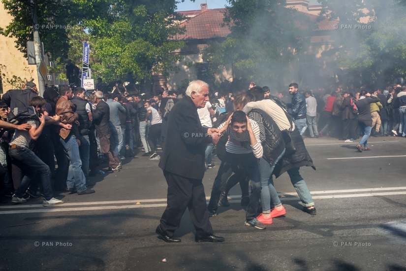 After clashes with the police, some of the protesters returned to the France Square, 16.04.18