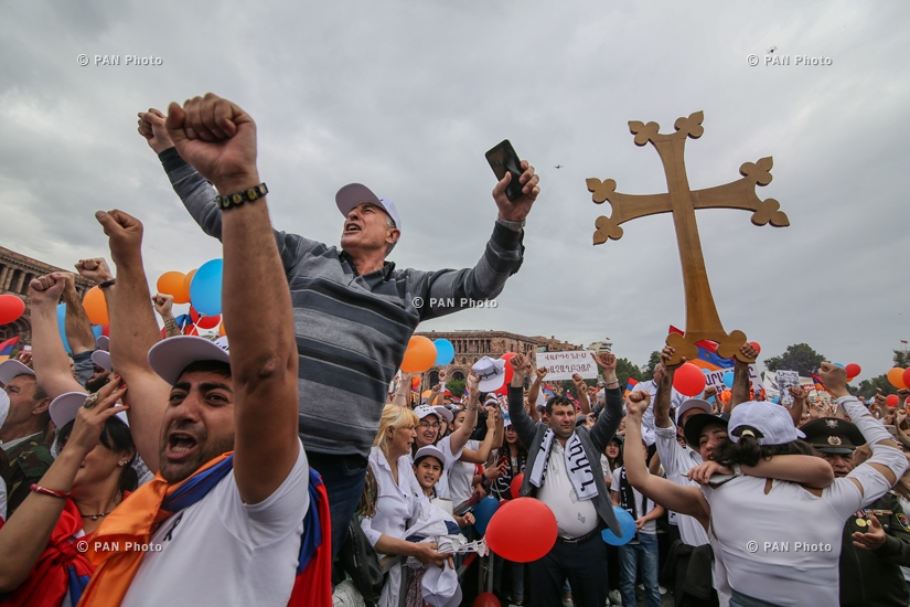 Scenes of jubilation at the Republic Square after Nikol Pashinyan's election as Prime Minister, 08.05.18