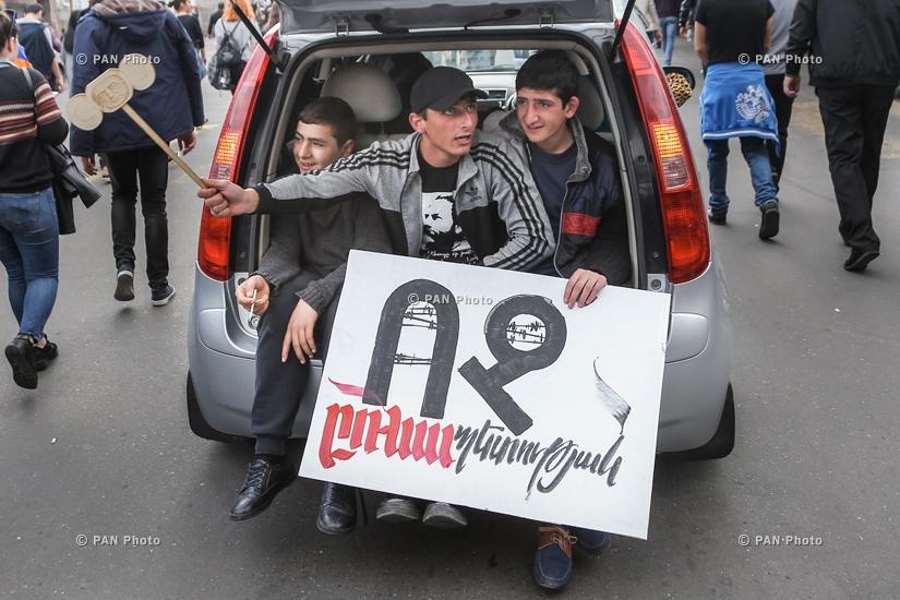 Երևանի փողոցներում երթևեկությունը շարունակում է կաթվածահար մնալ,
