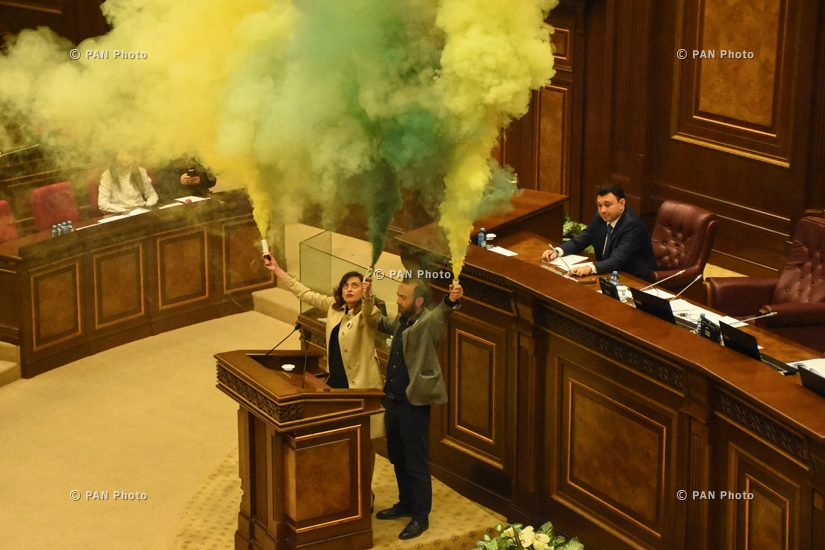 "MPs from Yelk bloc Ararat Mirzoyan and Lena Nazaryan fire flares at the National Assembly urging everyone to come to the Freedom Square ""to light the torch of freedom together,"" 11.04.18"