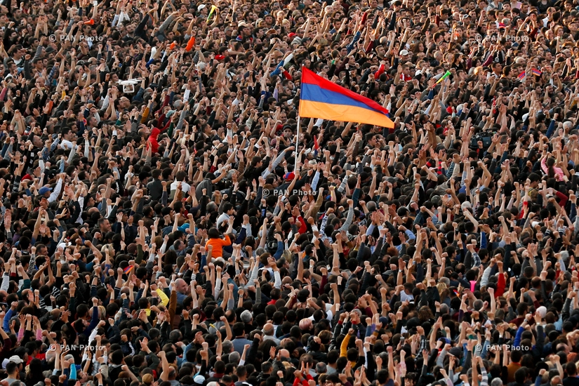 The overcrowded Republic Square at a rally following Prime Minister Serzh Sargsyan's resignation, 23.04.18