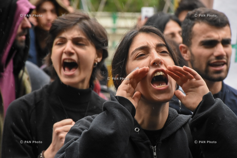 The protest campaign across Yerevan is gathering pace, with students going on strike to join the demonstrators and block the streets,  20.04.18