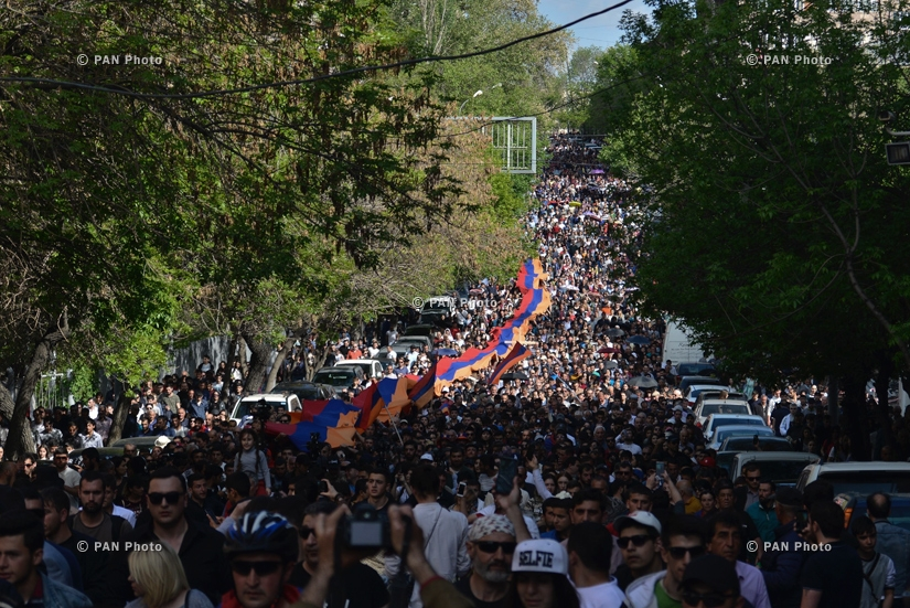 Led by Nikol Pashinyan, a massive crowd of people marches to Tsitsernakaberd to pay tribute to the memory of the Armenian Genocide victims, 24.04.18