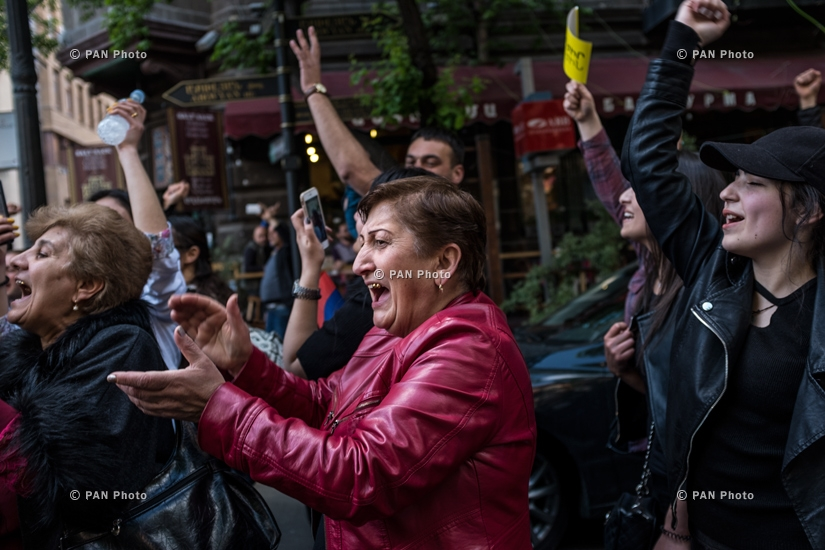 Residents celebrate Prime Minister Serzh Sargsyan's resignation, 23.04.18