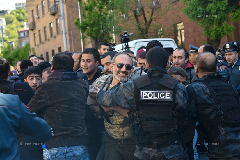 "Led by Nikol Pashinyan, demonstrators are trying to break through the police cordon, while law enforcement officers warn of their intention to ""take proportionate police action in line with the situation,"" 16.04.18"